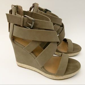 Brash taupe strappy wedges size 5.5